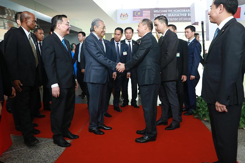 Thủ tướng Malaysia Mahathir Mohamad: 'Xe VinFast rất khỏe, thiết kế đẹp, êm như xe điện' - 1