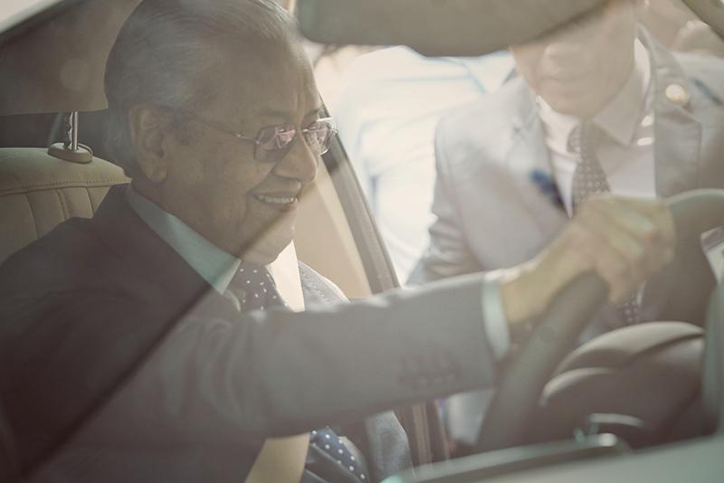 Thủ tướng Malaysia Mahathir Mohamad: 'Xe VinFast rất khỏe, thiết kế đẹp, êm như xe điện' - 3
