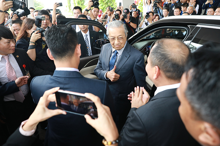 Thủ tướng Malaysia Mahathir Mohamad: 'Xe VinFast rất khỏe, thiết kế đẹp, êm như xe điện'