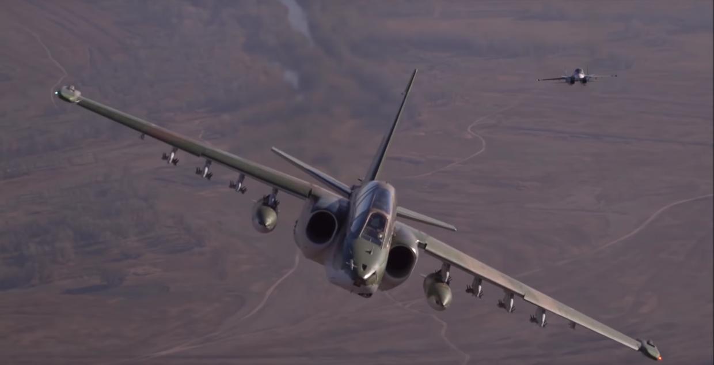 Cận cảnh chiến đấu cơ Su-25 và Su-34 Nga 'song kiếm hợp bích' phô diễn sức mạnh