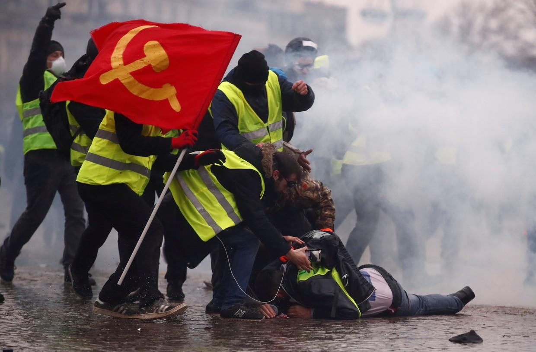 Vừa rung chuyển vì nổ lớn, Paris lại thành bãi chiến trường khi bạo loạn sang tuần thứ 9 - Ảnh 2.