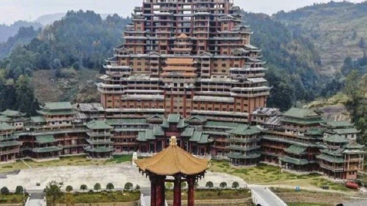 Loạt công trình tiền tỷ bỏ hoang tại huyện nghèo ở Trung Quốc