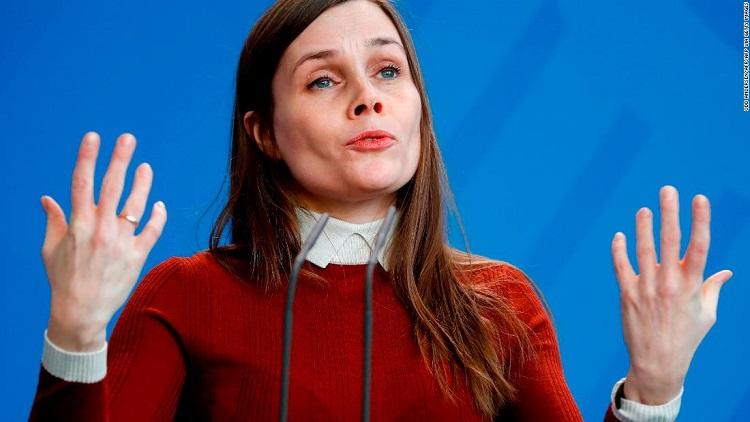 Thủ tướng Iceland giữ bình tĩnh hoàn thành phỏng vấn giữa động đất