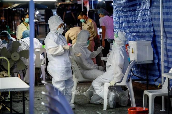 COVID-19 tại ASEAN hết 25/10: Indonesia gia hạn giãn cách xã hội; Philippines thêm 2.223 ca mắc mới
