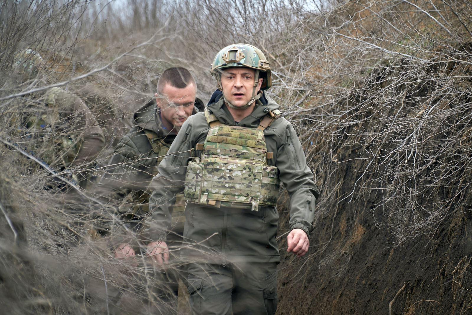 Giữa căng thẳng ở biên giới với Nga, Tổng thống Ukraine ra tiền tuyến thăm binh sĩ