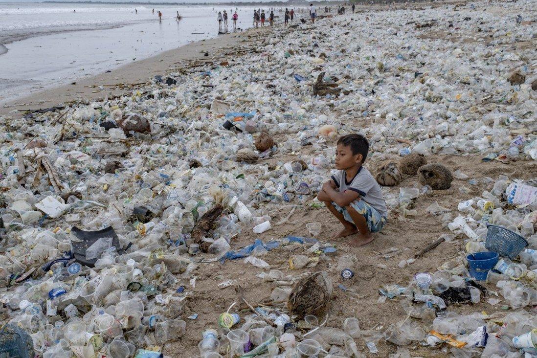Trung Quốc phát triển tổ hợp vi khuẩn mới có khả năng 'ăn' nhựa