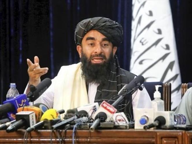 Người phát ngôn Taliban, Zabihullah Mujahid tại cuộc họp báo ở Kabul, Afghanistan, ngày 17/8/2021. Ảnh: Kyodo/TTXVN