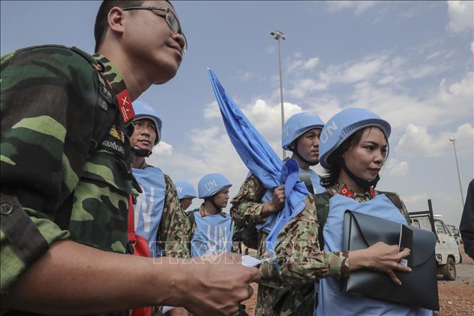 Các bác sĩ quân y Việt Nam tới sân bay quốc tế Juba, bắt đầu thực hiện nhiệm vụ gìn giữ hòa bình Liên hợp quốc tại Nam Sudan.