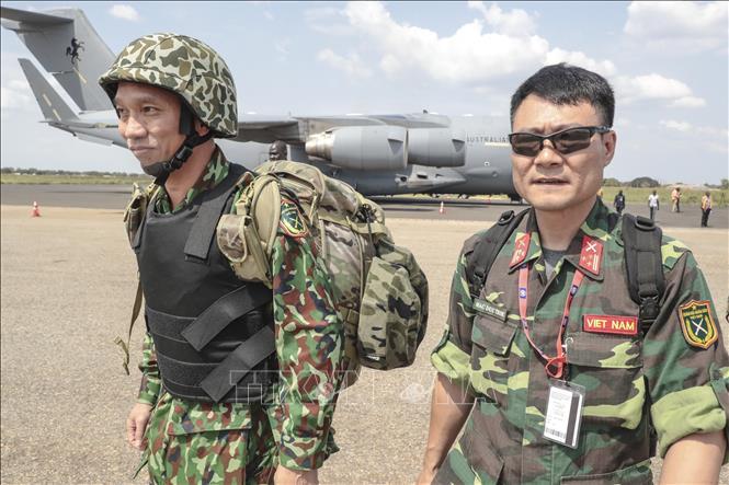 Các bác sĩ quân y Việt Nam đầu tiên đặt chân xuống sân bay quốc tế Juba.
