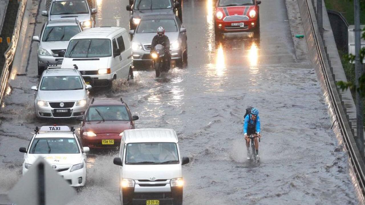 Australia: Giao thông Sydney rơi vào hỗn loạn do mưa bão