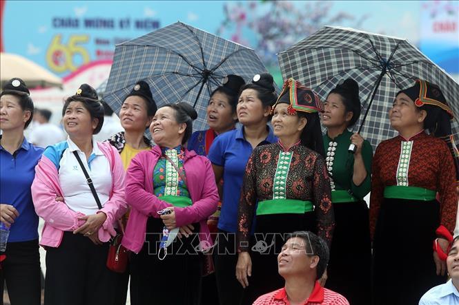 Người dân đến vui chơi và cổ vũ cho các vận động viên. Ảnh: Phan Tuấn Anh/TTXVN