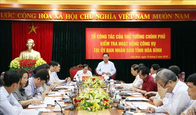 Bí Thư Tỉnh ủy Hòa Bình Bùi Văn Tỉnh thay mặt Ban Thường vụ Tỉnh ủy phát biểu với đoàn công tác.
