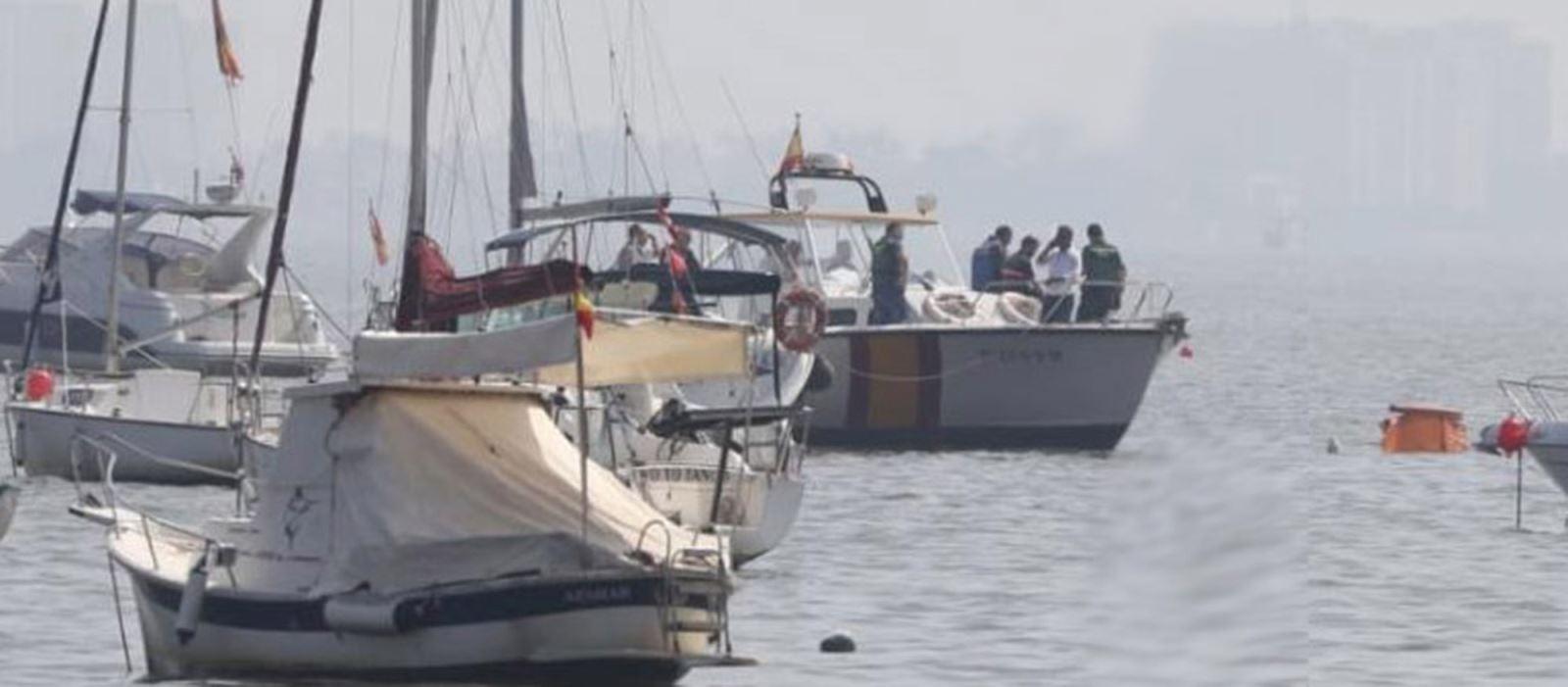 Máy bay quân sự rơi xuống biển làm 2 người thiệt mạng