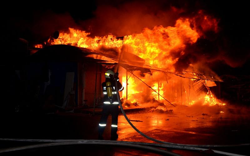 Hỏa hoạn thiêu rụi một xưởng mộc trong đêm