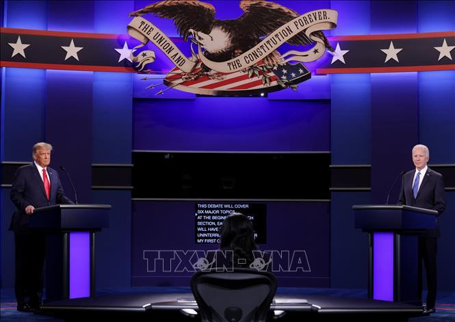 Giáo sư Mỹ đánh giá ''màn so găng''cuối cùng giữa hai ứng cử viên