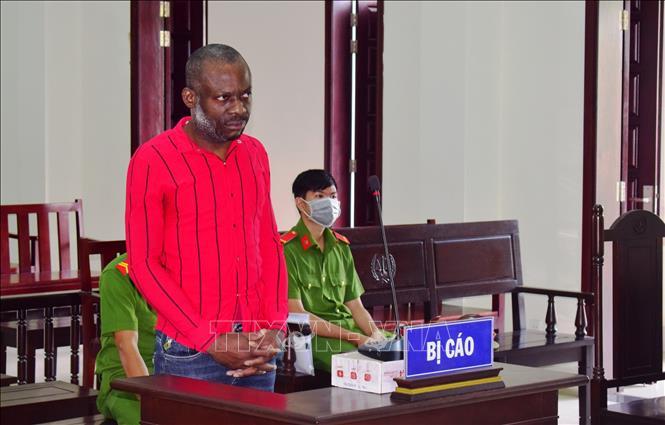 Tuyên án tử hình đối tượng người Nigeria vận chuyển gần 4 kg ma túy đá