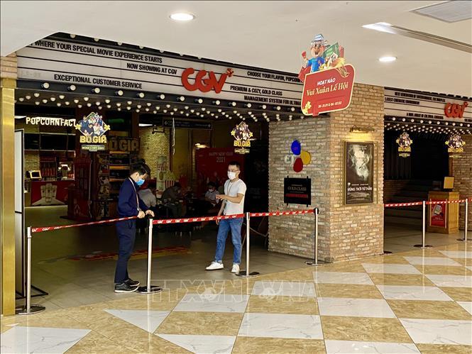 Rạp chiếu phim vắng khách những ngày đầu mở cửa trở lại