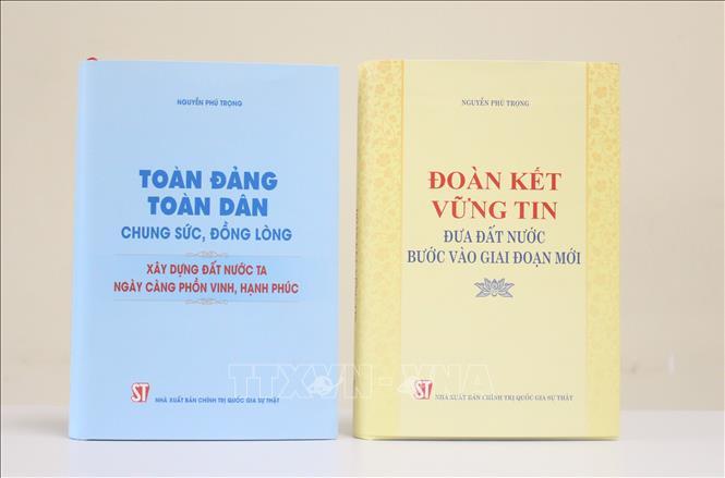 Nhà xuất bản Chính trị quốc gia Sự thật giới thiệu hai cuốn sách của đồng chí Tổng Bí thư Nguyễn Phú Trọng. Ảnh: TTXVN/phát