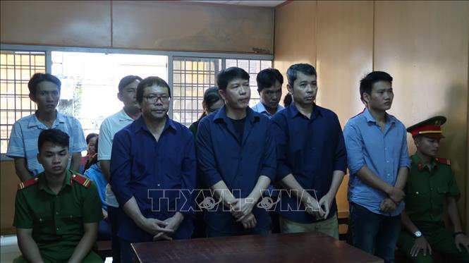 Án tù cho các đối tượng thuộc băng nhóm đưa hối lộ, bán logo ''xe vua''
