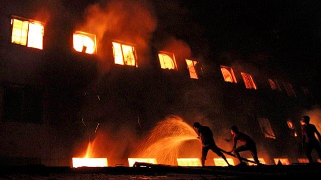 Hỏa hoạn nghiêm trọng tại Bangladesh khiến ít nhất 41 người th iệt m ạng. Ảnh: theguardian.com