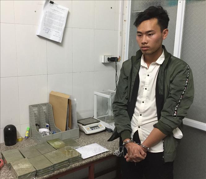 Bắt quả tang vận chuyển 17 bánh heroin tại Mộc Châu, Sơn La