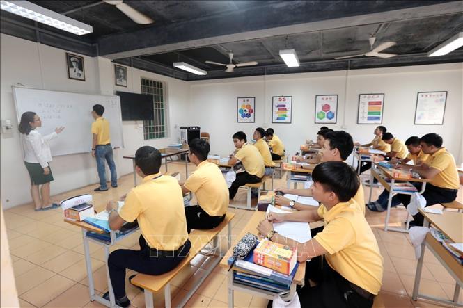 Bộ LĐ-TB&XH lên phương án hỗ trợ lao động Việt Nam tại Hàn Quốc, Nhật Bản