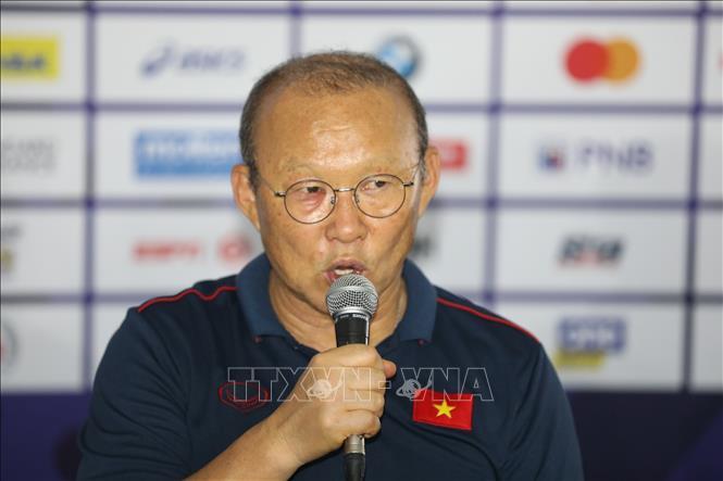 HLV Park Hang-seo chỉ ra khác biệt giữa bóng đá Việt Nam và bóng đá Trung Quốc