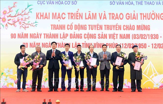 Khai mạc triển lãm, trao giải tranh cổ động tuyên truyền kỷ niệm 90 năm Ngày thành lập Đảng