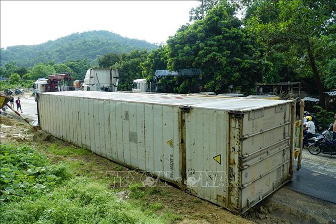 Lật xe container tại ''điểm đen'' Nà Lơi