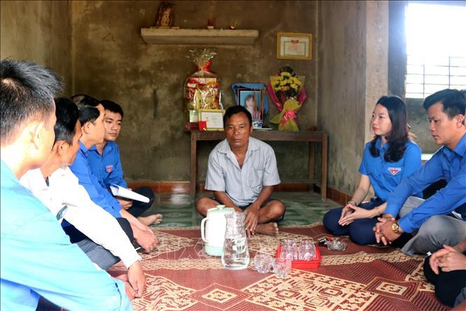 Thăm hỏi thân nhân gia đình em Hồ Thị Thoan.