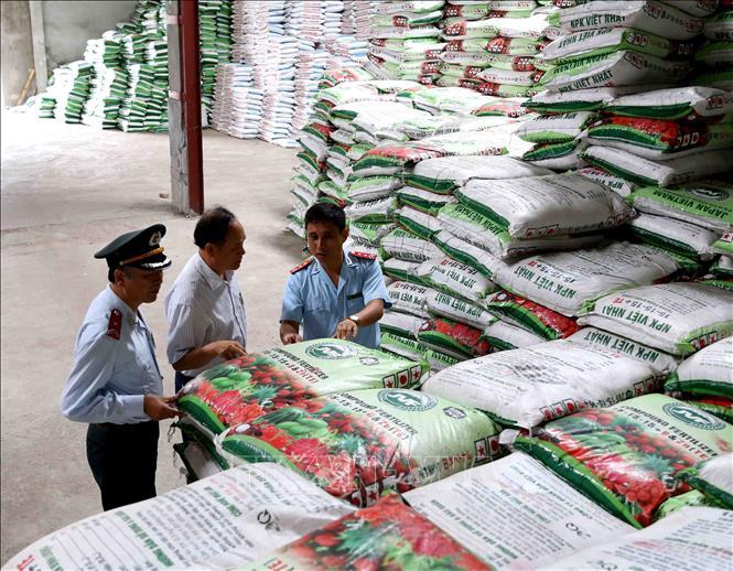 Quy định việc cấp, cấp lại, thu hồi giấy chứng nhận đủ điều kiện sản xuất, buôn bán phân bón