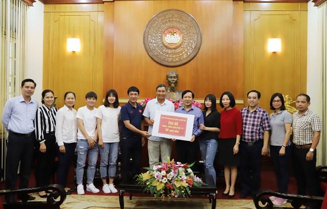 """Nghĩa cử đẹp của những """"cô gái vàng"""" bóng đá Việt Nam trong đại dịch"""