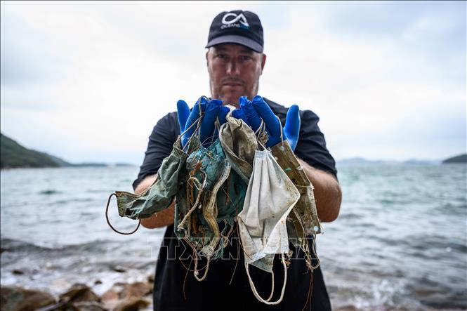 Nguy cơ ô nhiễm biển từ găng tay, khẩu trang sử dụng một lần