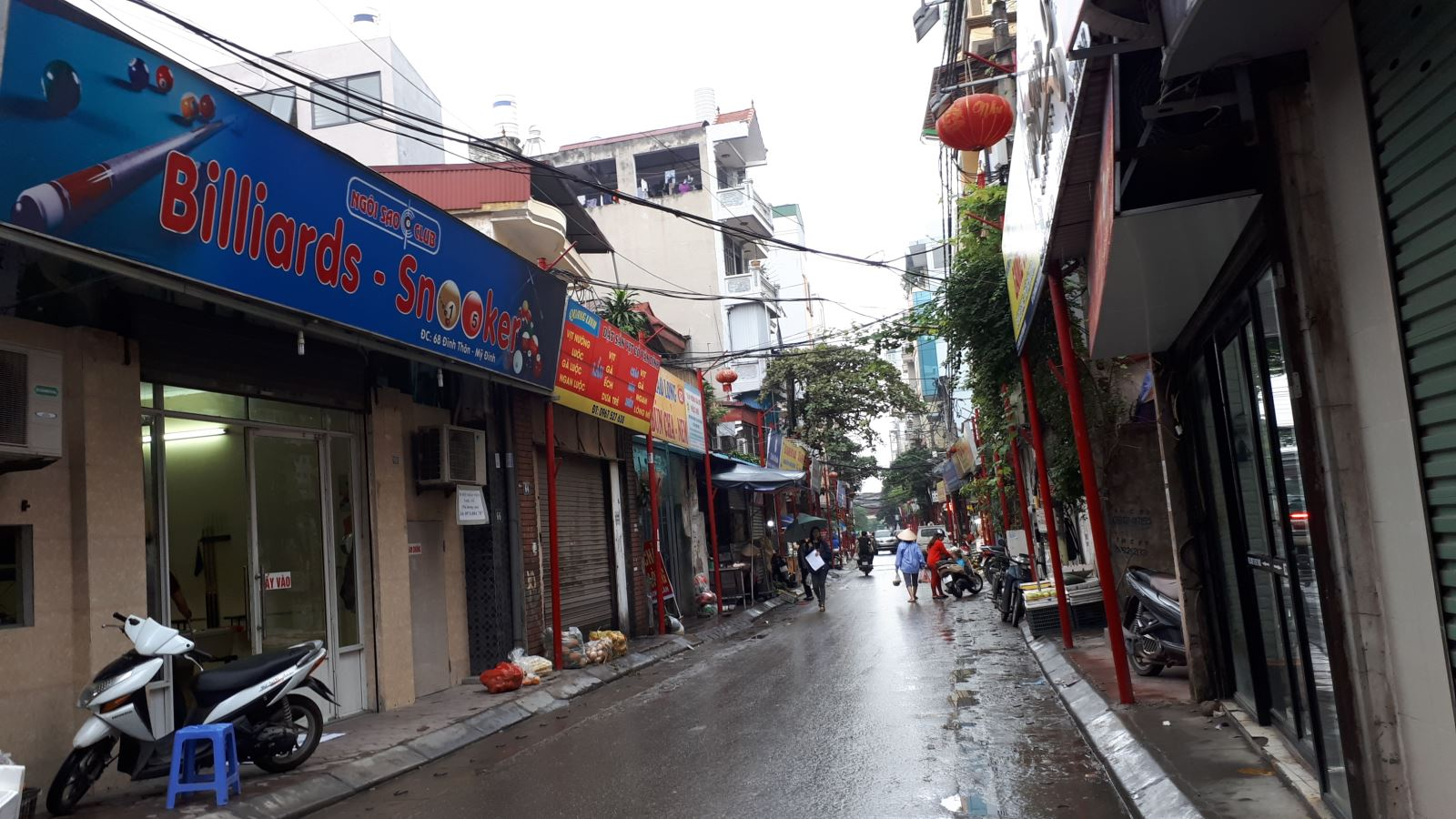Lạ mắt với hàng cột, biển 'đồng phục' tại tuyến phố kiểu mẫu thứ 2 của Hà Nội - Ảnh 5.