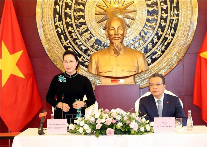 Chủ tịch Quốc hội thăm, làm việc với Đại sứ quán Việt Nam tại Trung Quốc