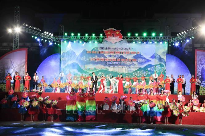 Xúc động chương trình nghệ thuật 'Sáng mãi tên người Hồ Chí Minh'
