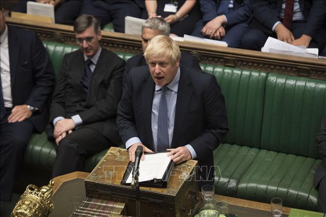 Thủ tướng Anh Boris Johnson (giữa) phát biểu tại cuộc họp Quốc hội ở London, Anh, ngày 4/9. Ảnh: THX/TTXVN