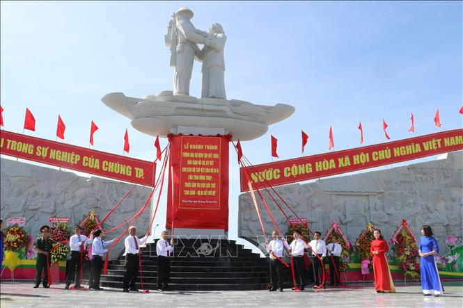 Khánh thành Tượng đài tưởng niệm sự kiện Tập kết năm 1954