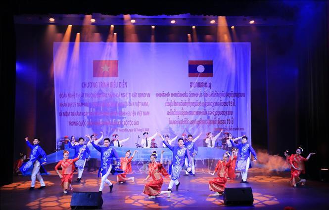 Thành công của đêm nhạc 'Thắm tình hữu nghị Việt - Lào'