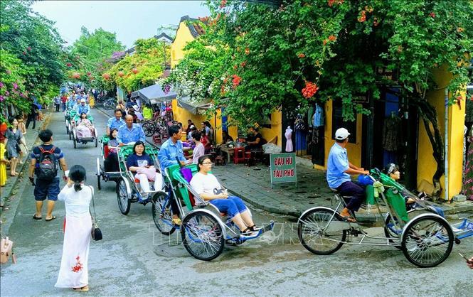 Вьетнам отбирает туристов у Таиланда
