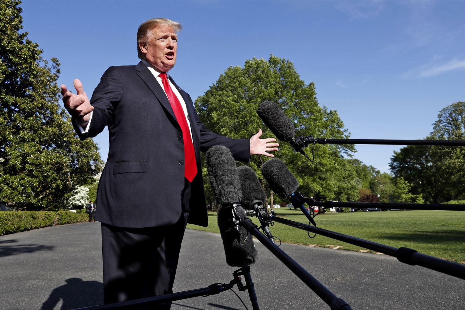 Tổng thống Donald Trump phát biểu với báo giới tại Nhà Trắng. Ảnh: CBS News.