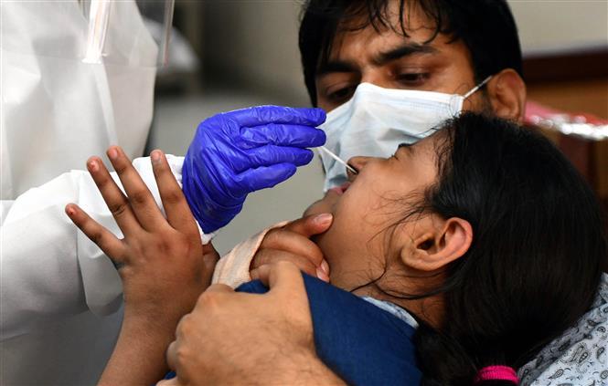 COVID-19 tới 6 giờ sáng 5/8: Thế giới trên 700.000 ca tử vong, nhiều nước sẵn sàng đón đợt dịch mới