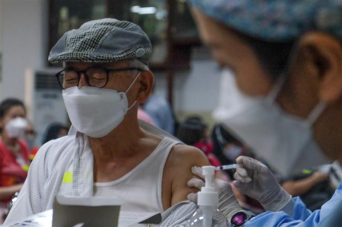 COVID-19 tới 6 giờ 12/6: Mỹ vứt bỏ 60 triệu liều vaccine; EU nới lỏng hàng loạt biện pháp phòng dịch