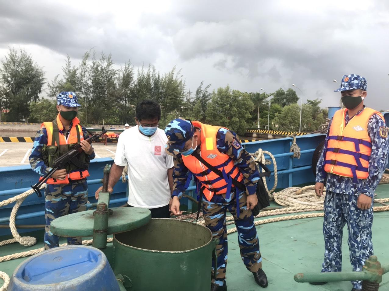 Cảnh sát biển tạm giữ tàu nước ngoài chở khoảng 150.000 lít dầu D.O không rõ nguồn gốc