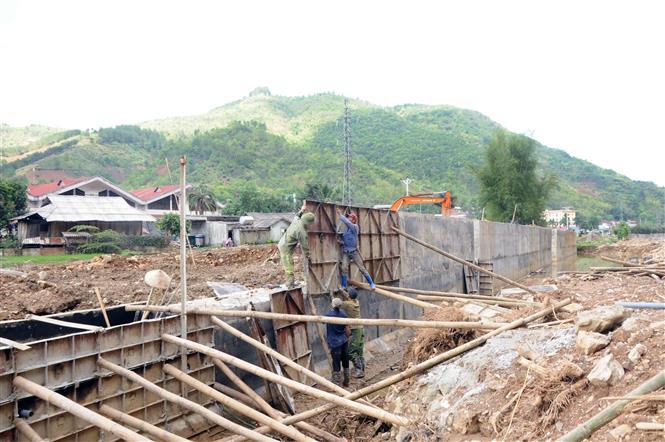 Công trình kè phòng, chống lũ, ngăn chặn sạt lở hai bên bờ suối suối Muội, thị trấn Thuận Châu, huyện Thuận Châu (Sơn La). Ảnh: Quang Quyết/TTXVN