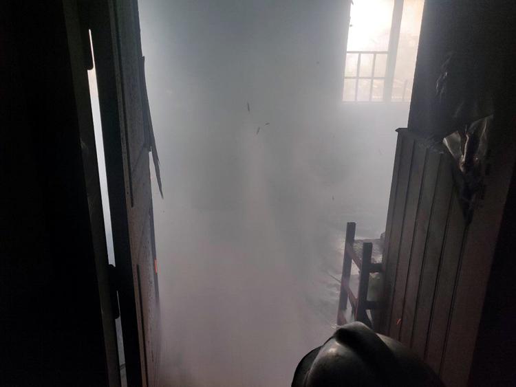 Giải cứu kịp thời 6 người mắc kẹt trong đám cháy ở TP Hồ Chí Minh