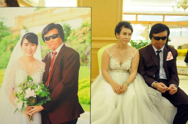AnhHuỳnh Ngọc Thiện và chị Thiều Phước Thảo quê Cai Lậy (Tiền Giang) rất vui vì được tổ chức đám cưới ý nghĩa tại TP Hồ Chí Minh.