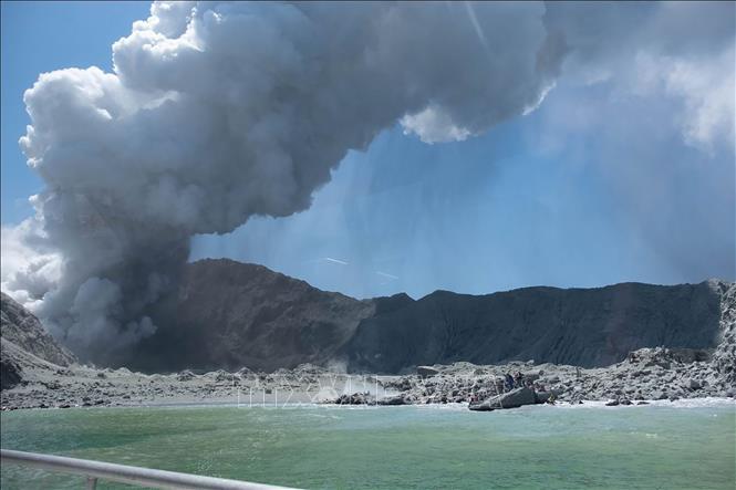 Núi lửa phun trào ở New Zealand: Mập mờ quy định an toàn trong dịch vụ du lịch mạo hiểm