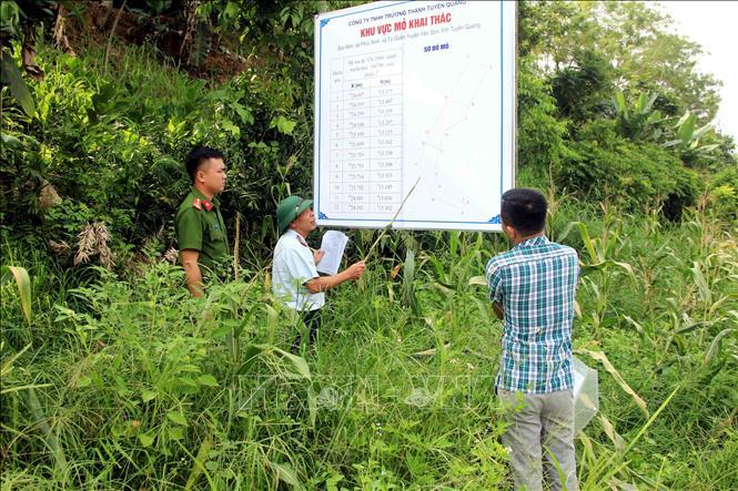 Đoàn kiểm tra của Sở Tài nguyên và Môi trường tỉnh Tuyên Quang kiểm tra vị trí, khu vực được cấp phép khai thác cát, sỏi.
