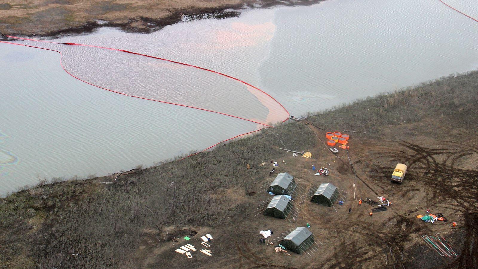 Hơn 20.000 tấn dầu tràn ra sông ở Siberia, Nga tuyên bố tình trạng khẩn cấp